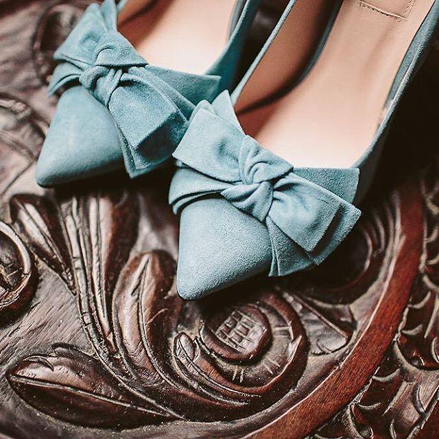 Lazos, hasta en los zapatos 💙 @alejandrasalido #disoñandobodas #disoñando #wedding #bodas #lazos #calzado #zapatos #novia #bride #style #estilo #fashion