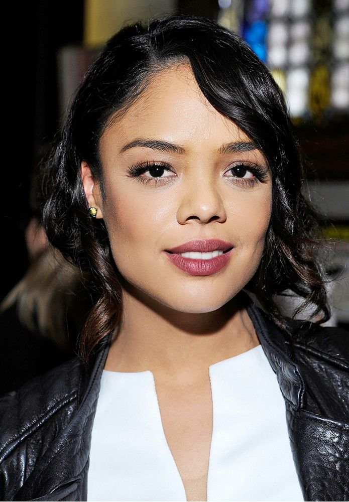 Tessa Thompson goes for deep plum brown lips and an undone classic bob. This make up