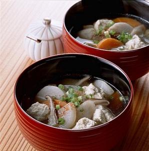 けんちん汁 - kenchin-jiru   Kenchin-jiru is originally a temple dish basically made from root vegetables stif-fried in sesame oil then simmered in miso based soup.  It's a popular winter dish in Japan.