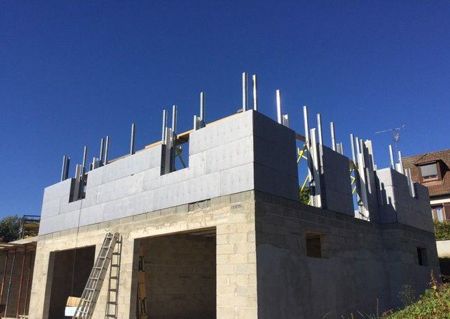 Chantier en cours en #Picardie (#France)  : #Maison bâtie grâce à notre système constructif #Thermoform®.  •••••••••••••••••••••••••••••••••••••  #maison #rénovation #décoration #architecture #jardin #habitat #réaménagement #gravier #grave #BTP #industrie #Travaux #design #Construction #granulats #bétons #bricolage