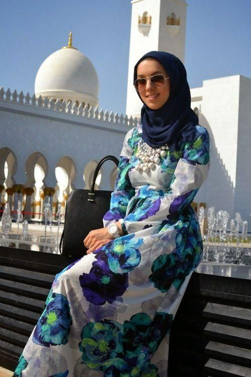 floral dress hijab outfit, Stylish hijab looks by Hani Hulu http://www.justtrendygirls.com/stylish-hijab-looks-by-hani-hulu/