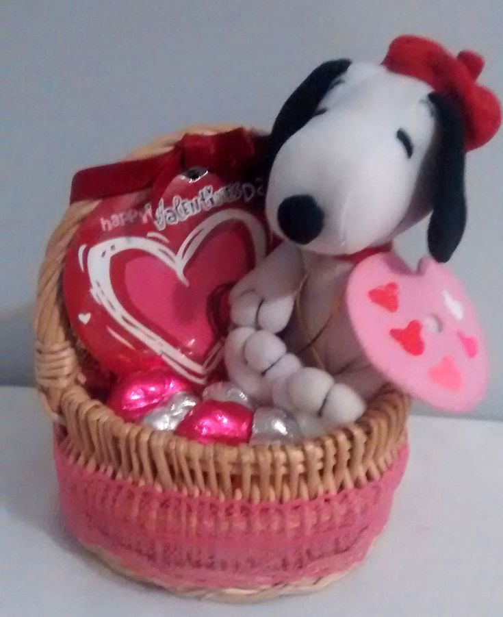 Handmade Gifts Baskets : Small snoopy artist valentines day chocolate gift basket