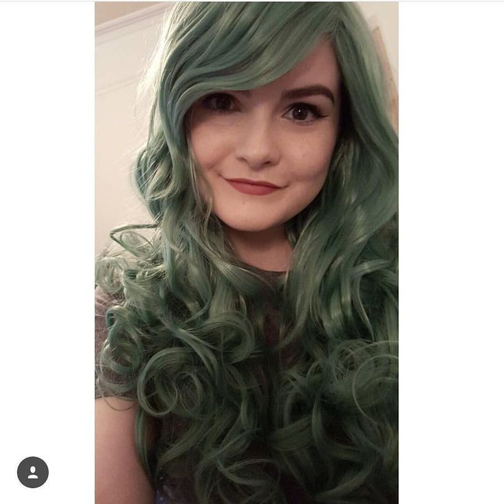 The gorgeous @lunneya looking Incredible in Green Revolution  Green Revolution is available to buy now in the sale  When the Revolution comes nocking. You can be the grungey green queen you always wanted to be hehe  #duskygreenwig #lushwigs #lushwigsgreenrevolution #grunge #alternative #cosplayhair #cosplaywig #lushwig buy now from: www.Lushwigs.com