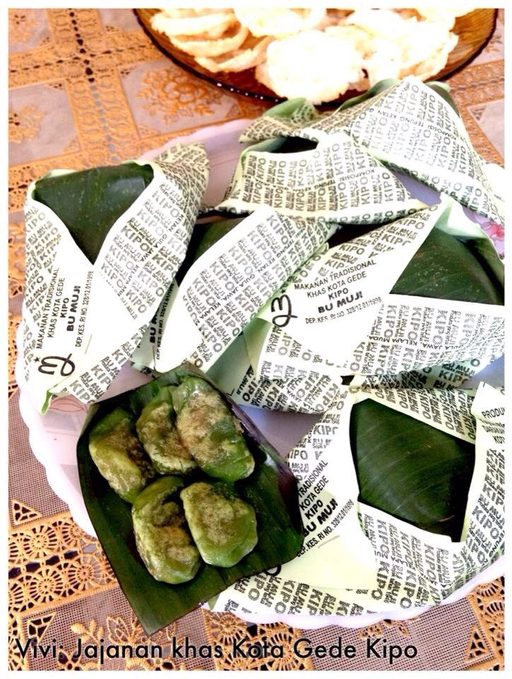 Kipo (Iko Opo or What is this?) Small cakes delicacies of the city of Kota Gede-Yogyakarta, Indonesia. Outer shell is made of sticky rice flour coloured green with natural Suji leaves. Inside the cake is a mix of cooked Palm sugar and coconut milk. Wrap in Banana leaves. Copyrights Vivi Kembang Tanjoeng