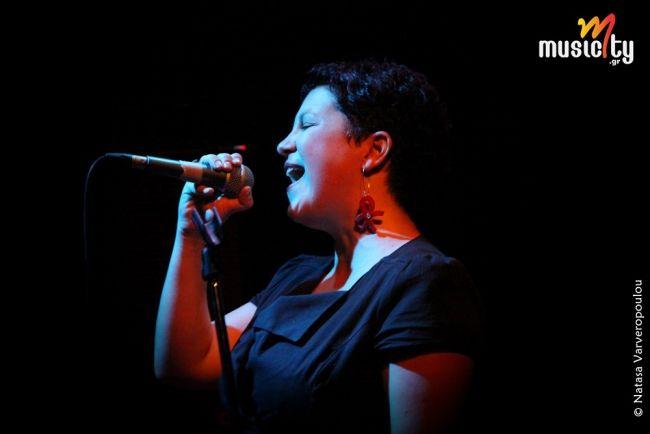 Βικτωρία Ταγκούλη @ Σταυρός του Νότου Club «Μελωδίες, όπως σταγόνες ομορφιάς...»: Φωτογραφίες & Ρεπορτάζ! Μια βραδιά, που όπως τα χέρια τους στα μικρόφωνα, έτσι και οι λέξεις, έγιναν ζευγάρια και έφτιαξαν κάτι δίπολα ονειρεμένα: ομορφιά και συναίσθημα, φως και σκοτάδι, ψυχή και ψυχή!