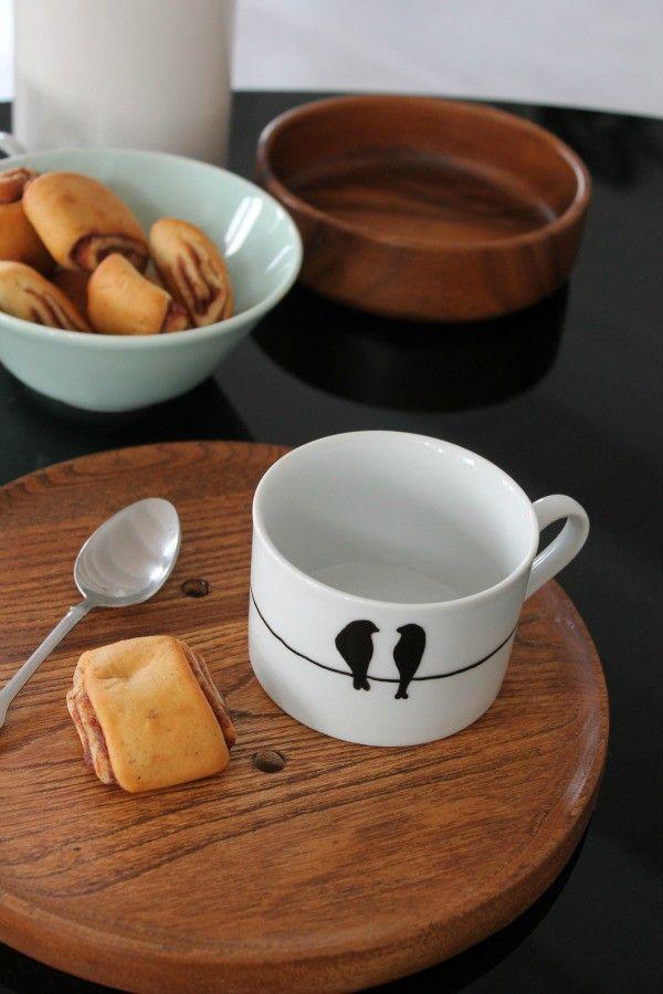 die besten 25 bemalte tassen ideen auf pinterest kaffeetassen sharpie bemalte kaffeetassen. Black Bedroom Furniture Sets. Home Design Ideas