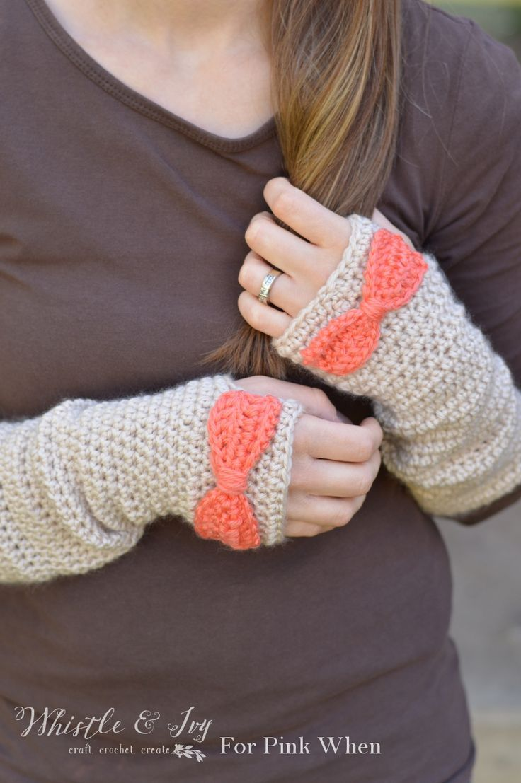 Dainty Bow Crochet Arm Warmers - Crochet these pretty and cozy arm ...