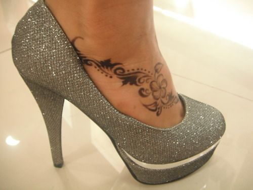 I would love something like this on my foot. It looks so delicately feminine and sexy. Especially with heels.