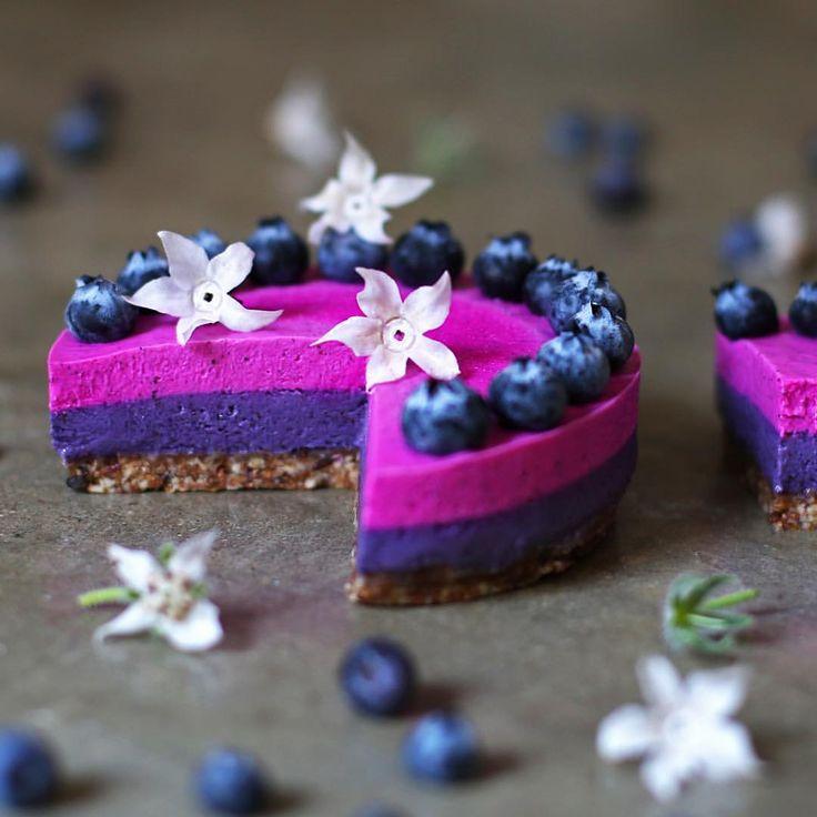 Pitaya and blueberry raw vegan cheesecake