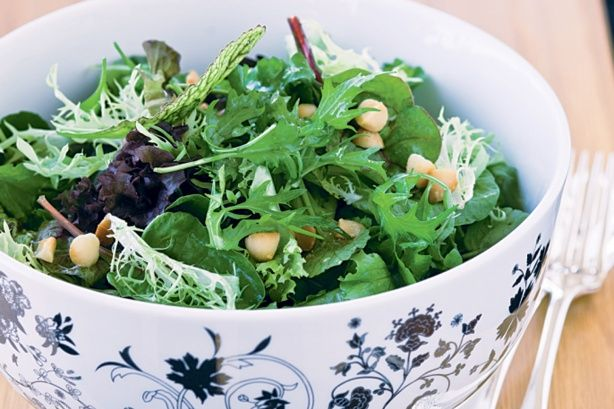 Green leaf salad with lime and macadamia dressing