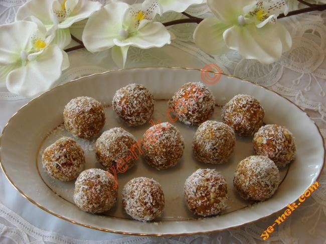 Bisküvili Havuç Topları Tarifi (Resimli Anlatım)   Kolay ve Pratik Resimli Yemek Tarifleri   Göbeğim