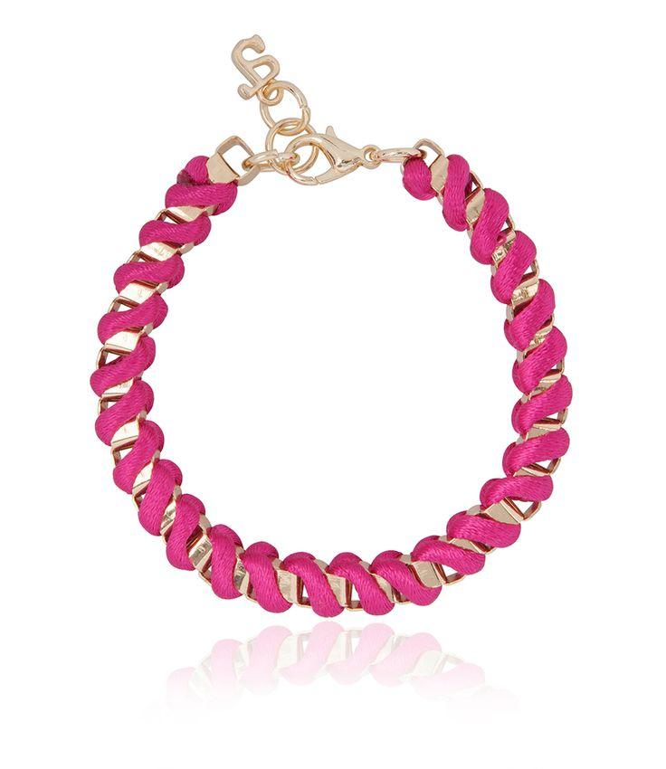 De Ada bracelet van SuperTrash is een chique armband die je sieraden ensemble helemaal compleet maakt. (€9,95)
