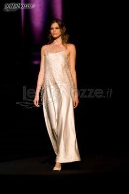 http://www.lemienozze.it/gallerie/foto-abiti-da-sposa/img28043.html Abito da sposa stile sottoveste in raso con dettagli ricamati