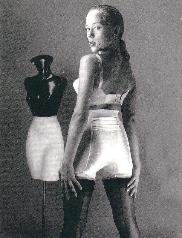 Langbeinmiederhose und BH im Stil der 60er Jahre / Vintage ...