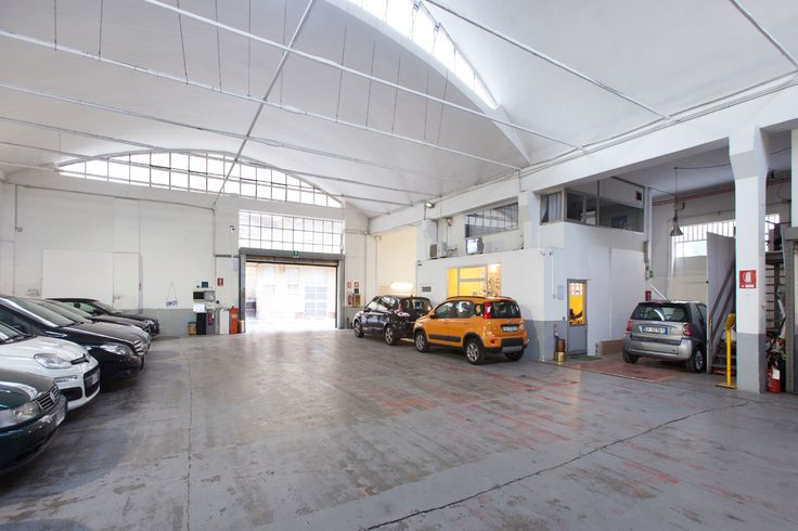 Location Autorimessa, Via Tortona 20 http://www.milanospacemakers.com/locations/36/via-tortona-20/autorimessa