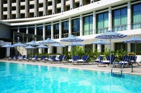 Η μεγαλύτερη πισίνα της πόλης βρίσκεται στην καρδιά της Αθήνας, στο Hilton Athens Hotel και σας περιμένει για διασκέδαση και αναζωογόνηση και τις ζεστές ημέρες του Σεπτεμβρίου, με μία μοναδική προσφορά που θα σας χαλαρώσει ακόμη περισσότερο!    Επειδή η διασκέδαση στο Hilton Hotel δεν τελειώνει ποτέ, το 5* ξενοδοχείο των Αθηνών δημιούργησε για τον μήνα Σεπτέμβριο το νέο πακέτο Fun Day, που περιλαμβάνει κολύμπι και ηλιοθεραπεία στην εξωτερική πισίνα μαζί με μεσημεριανό γεύμα στο Oasis Pool…