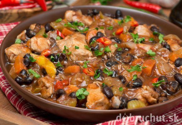 Pikantný fazuľový guláš