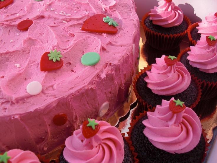 Strawberry Cake/Cupcakes!!