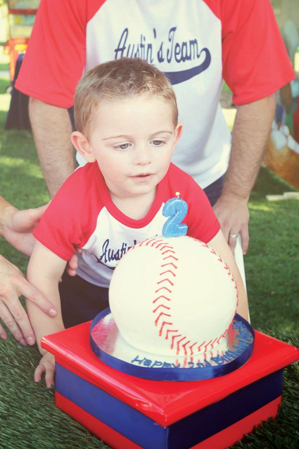 Such cute ideas for a baseball themed party. Love!