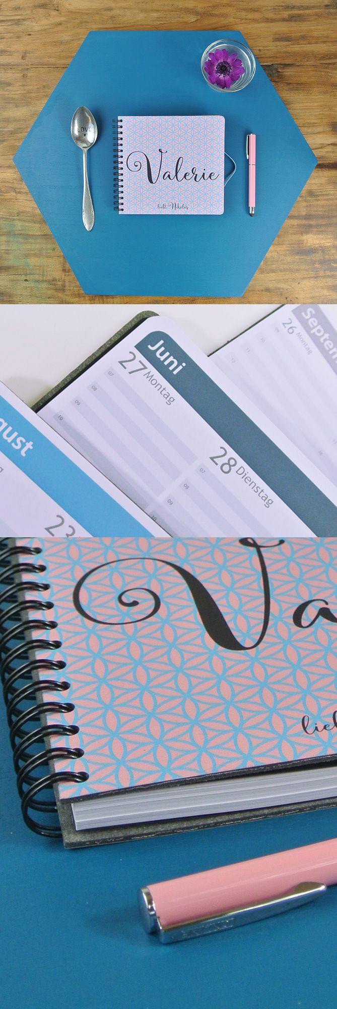 Taschenkalender Premium 15x14 ❤ Cover aus Lederfasermaterial ❤ Direktdruck mit Deiner Cover-Gestaltung ❤ Designs und Text wählbar ❤ Farben wählen ❤ Gummibändchen-Farbe wählbar ❤ Inhalt selbst zusammenstellen