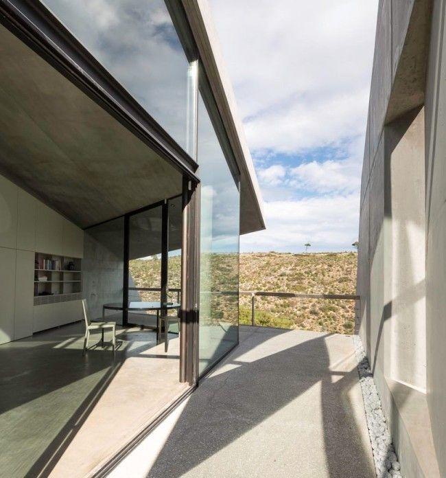 betonhaus am hang glas schiebetüren beton ausblick hügel