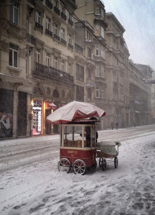 Beyoglu, Central Istanbul, in snow… (via pinterest)