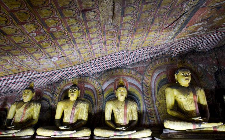 De grottempels van Dambulla behoren tot de mooiste van het land. Boek uw vakantie naar Sri Lanka bij Original Asia en bekijk ze zelf! Rondreis - Vakantie - Sri Lanka - Dambulla - Grottempel - Culturele Driehoek