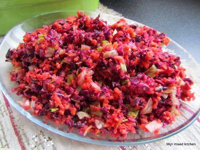 Havuçlu kırmızı lahana salatası (salade met wortel en rode kool)