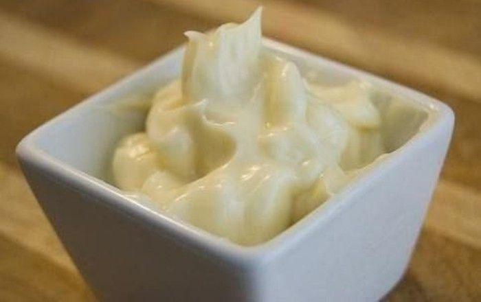 Domácí majonéza bez použití vajíčka. Vyzkoušejte si ji připravit s hořčicí a citronovou šťávou. Je fakt úžasná.