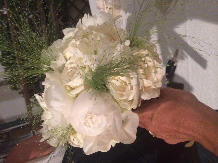 Bouquet di peonie e rose bianche