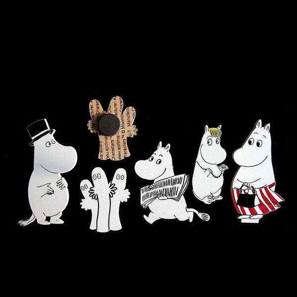 Moomin magnet set 1. This set includes the following charcters: Moomintroll, Moominpappa, Moominmamma, Snorkmaiden and the Hattifatterners.