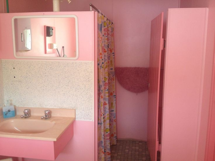 lsjournal: pink bathroom in a 70s motel, christmas 2013