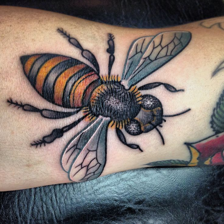 Honey bee tattoo | Tattoo | Pinterest | Bees, Honey bees ...