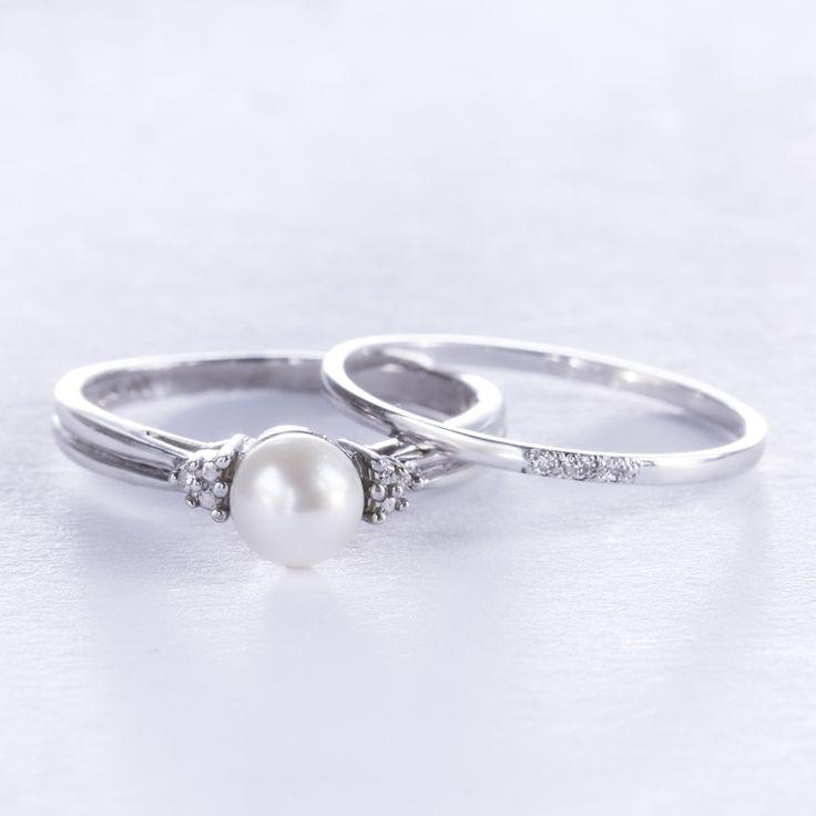 Sada zásnubního a snubního prstenu s perlou a diamanty.   #klenotacz #klenota #zlatnictvipraha #sperky #jewellery #jewelry #jewelrymaking #jewelrydesign #klenoty #luxuryjewels #luxus  #zlato #zlate #gold #golden #goldjewellery #goldjewelry #bilezlato  #whitegold #stribro #silver #sladkovodniperla #sladkovodni #pearl #pearls #perly #prsten #diamond  #diamant #diamonds #prsteny #ring #rings #zasnubni #zasnubniprsten #snubniprsten  #engagementring  #engagementrings  #weddingrings  #weddingring