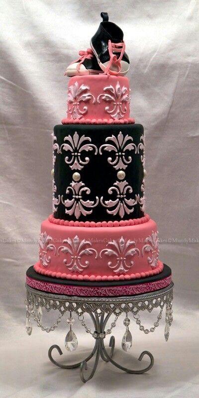 Baby cake taart gepind door www.hierishetfeest.com