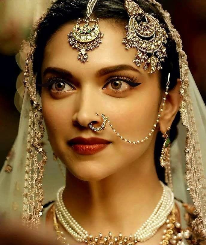 Mastani's looks were 2016 and 2017's biggest inspiration! Visit www.thekundan.shop to view jewelry inspired by this movie! #IndianJewelry