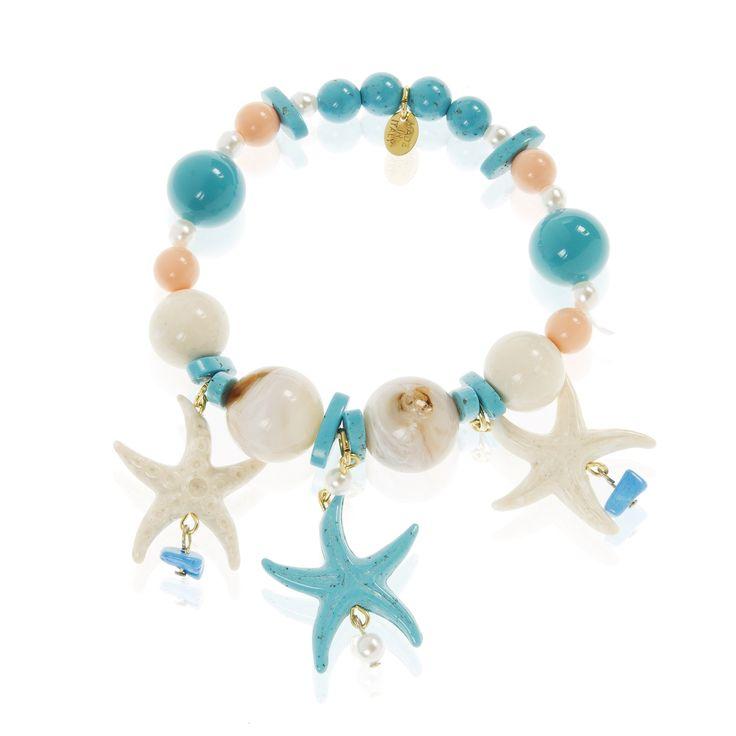 Marù by Safrì, bracciale elastico con elementi in resina multicolore tra cui tre pendenti con stelle marine.