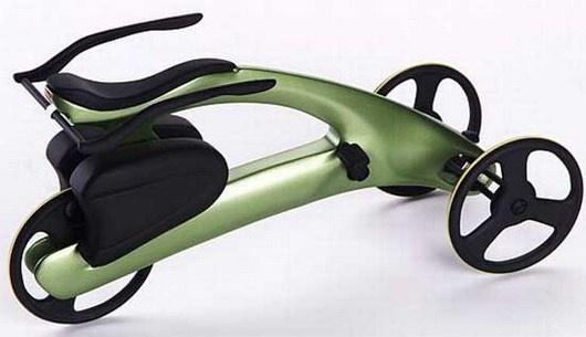 Os designers norte-americanos Alexander e Inga Peterson criaram um triciclo arrojado e seguro. O veículo tem como corpo uma única peça moldada e produzida com resinas usadas e reprocessadas, e o conjunto mecânico é o tradicional de qualquer bicicleta.