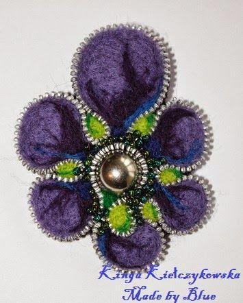 Made by Blue: Kwiat z filcu i zamka w formie broszki