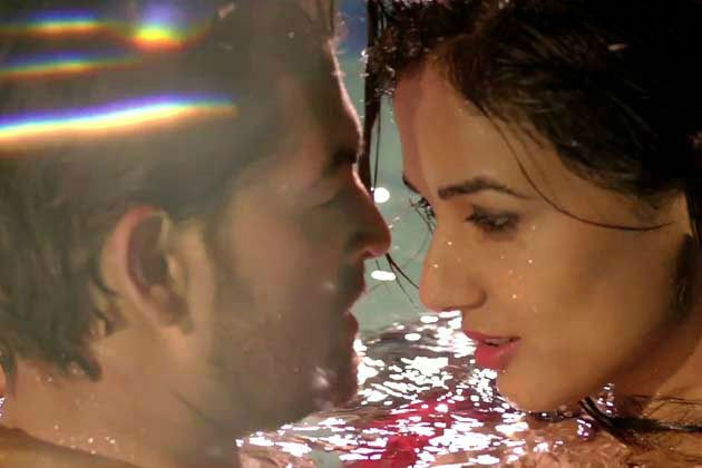 Sonal chauhan-Neil nitin mukesh in the movie.