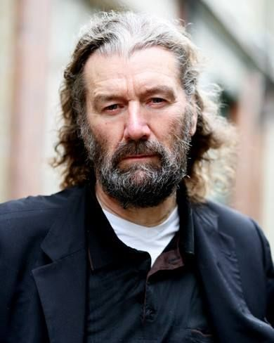 clive russell married