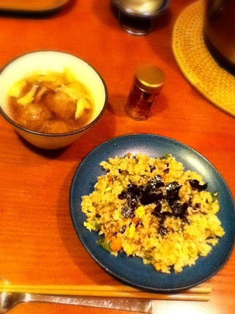 すりおろしたれんこんと本葛粉をまぜて揚げたものをしょう油味の汁に入れて煮たもの。風邪予防に良いです。 - 4件のもぐもぐ - 晩ご飯:れんこんもち汁 玄米チャーハン by sholotus