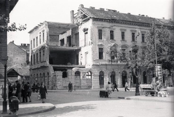 Bakáts tér a Bakáts utcából nézve, balra a Ráday utca a Kálvin tér felé. 1945
