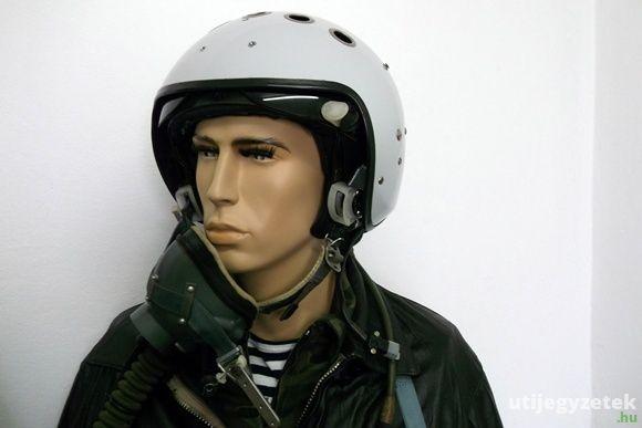 Szovjet pilótaruha A szovjet repülőtér titkai kiállításon, Berekfürdő