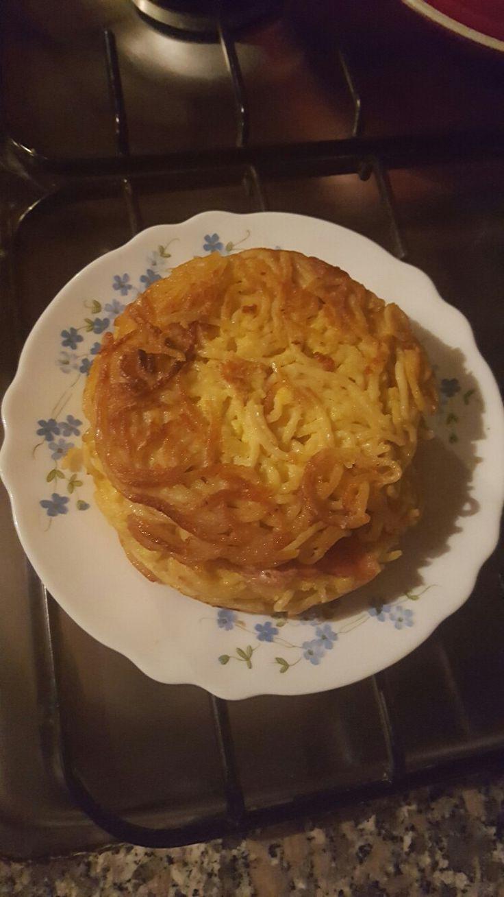 Timballo di spaghetti farcito. Idea facile e veloce per #picnic #spaghetti #gialloblogs #frittate #soniaperonaci