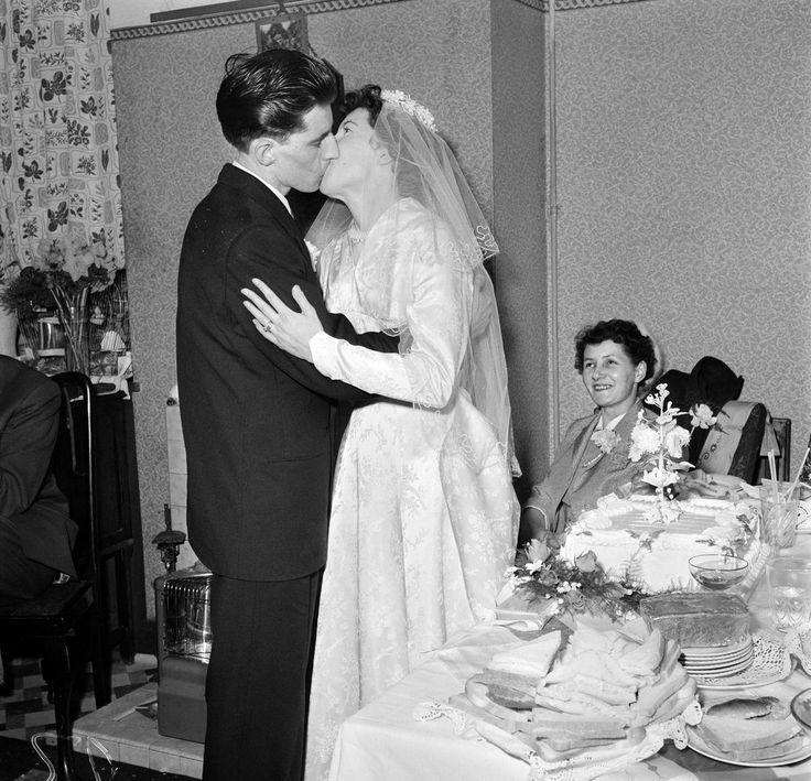 Bride Surprises Grandma In Her 1962 Wedding Dress: 159 Best Images About 1950's Weddings On Pinterest