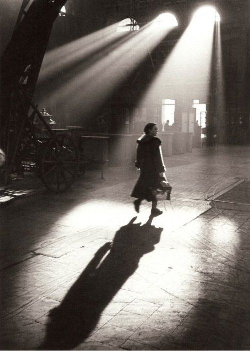 Toni Schneiders    In the Morning before 8, Frankfurt am Main, February 1951