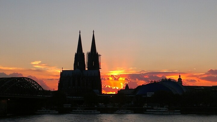 Sunset Dom