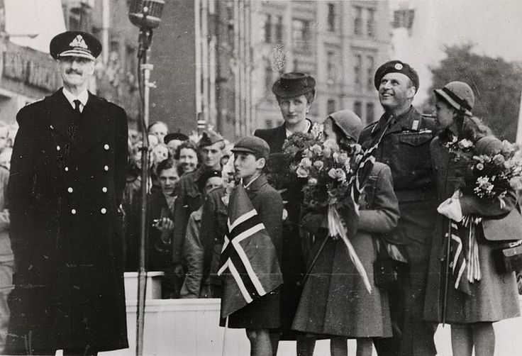 June 7th 1945. King Haakon VII returns to Oslo after 5 years in exile. Behind him the royal family.