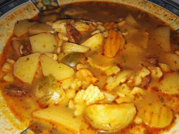 Fűszeres kelbimbó leves, házi kolbásszal